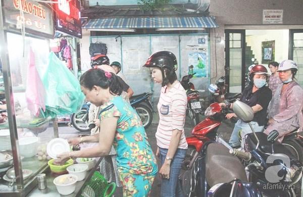 an-da-doi-du-quan-ngon-tren-con-duong-an-uong-nguyen-tri-phuong-72dfd630636017553020193034