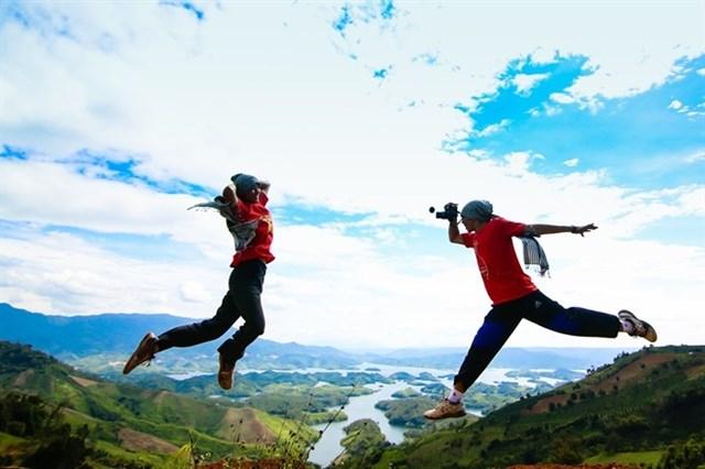 diadiemanuong-com-len-tay-nguyen-phuot-dao-tren-nuic6b3b71635820612553361421